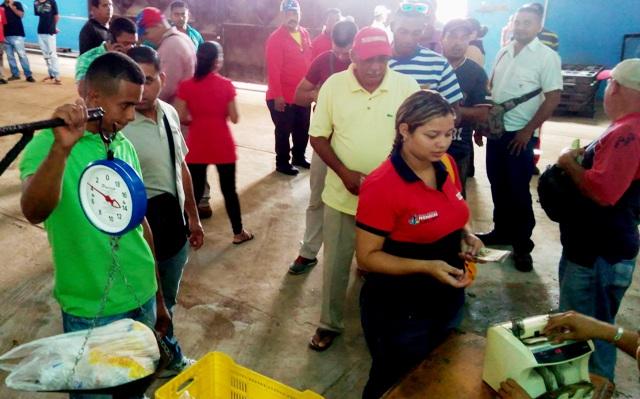 Gobernación de Monagas realizó venta de alimentos en Transmonagas