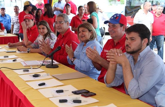 Santaella entrega más de 100 taxis a transportistas monaguenses