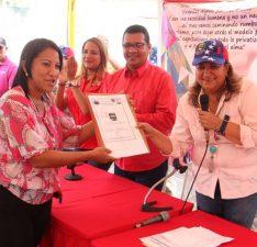 Santaella convierte de damnificadas a dignificadas a 11 familias de La Muralla